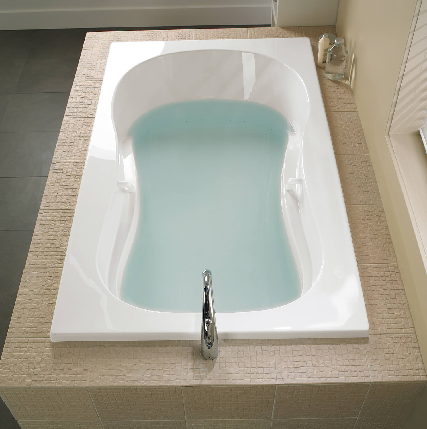 Bainultra Azur 642 collection alcove drop-in air jet bathtub for your modern bathroom